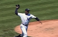 Orlando Hernandez throws his entire glove to first base (Throwback Thursday)
