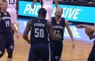 Grizzlies Zach Randolph banks in shot from half court!