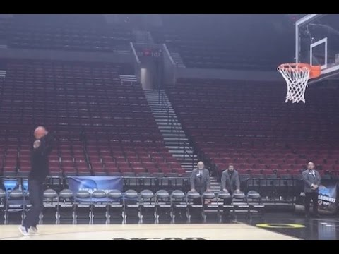 49 year old Reggie Miller knocks down jumpers at NCAA Tournament