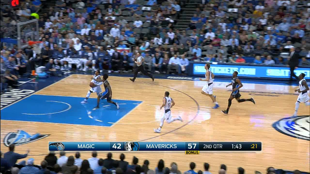 Rajon Rondo throws a no-look & over the shoulder touchdown pass to Monta Ellis
