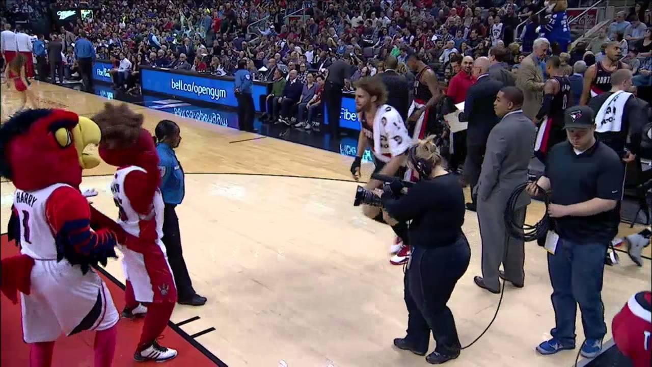 Robin Lopez attacks the Raptor (Toronto Raptors mascot)