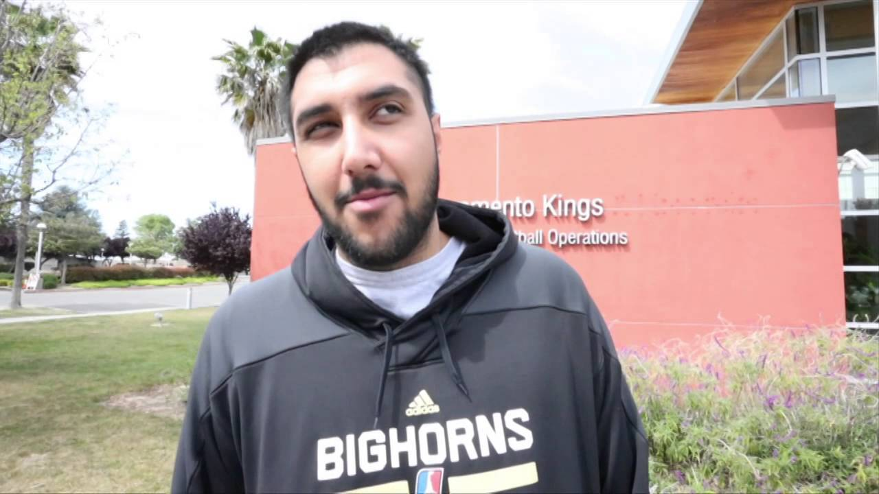 7-foot-5, 360-pound Sim Bhullar has signed a 10 day contract with Sacramento