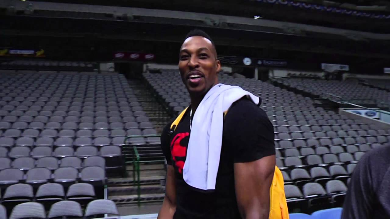 Dwight Howard hits his own full court shot