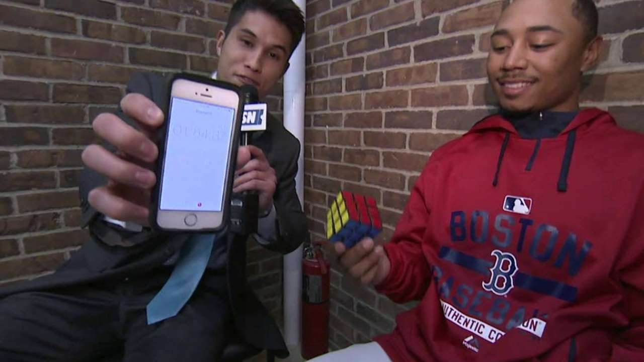 Mookie Betts solves a Rubik's Cube rather quickly