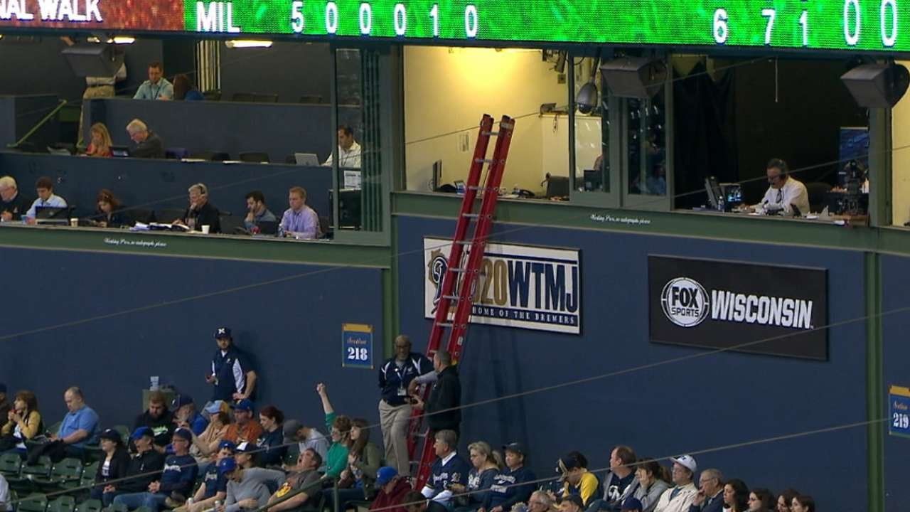 Brewers broadcaster Bob Uecker gets locked inside the press booth