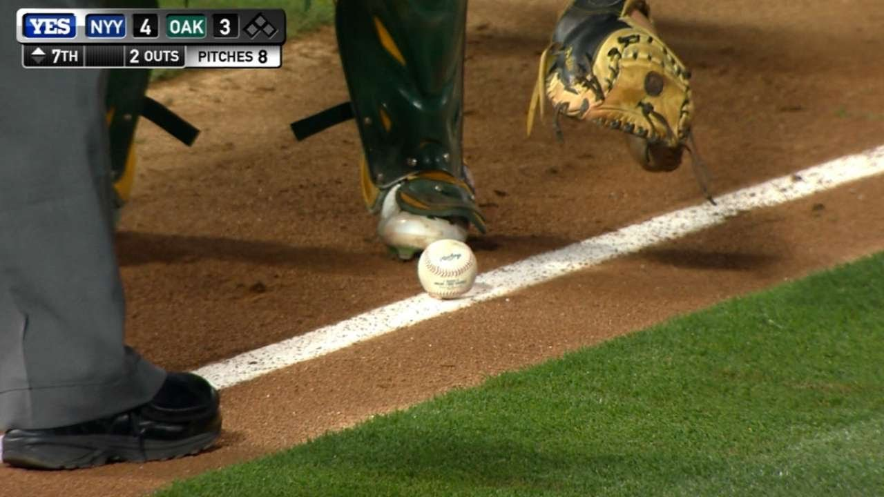 Chase Headley lays down a perfectly placed bunt