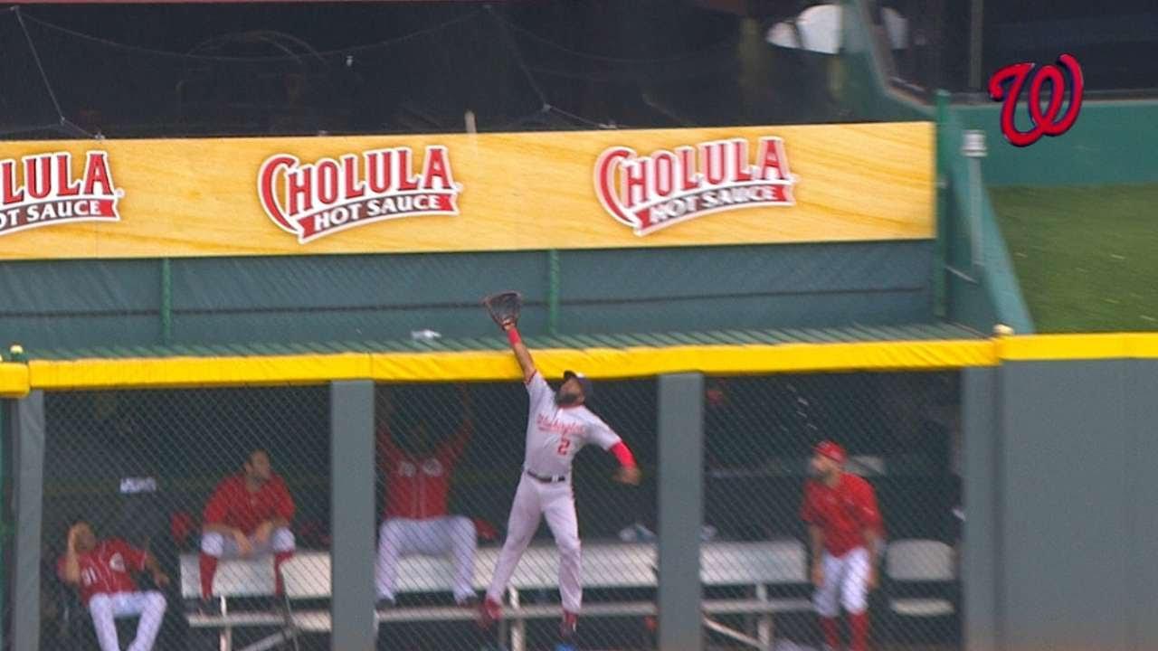 Denard Span saves a home run by deflecting ball