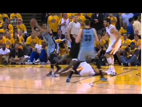 Harrison Barnes does the splits after Courtney Lee spin move