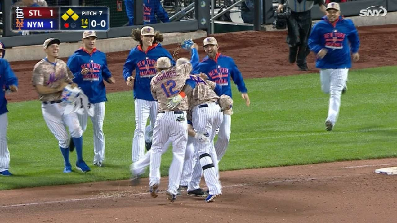 John Mayberry hits the rare walk off infield single for the Mets