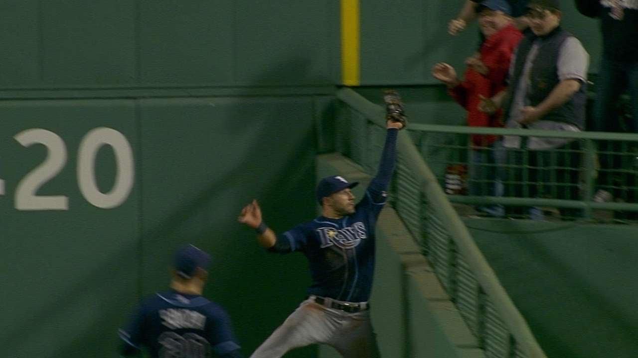 Kevin Kiermaier robs David Ortiz of extra bases