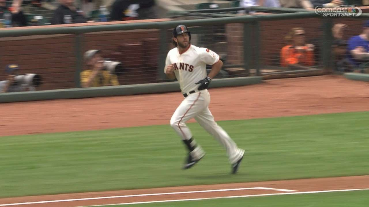 Madison Bumgarner launches a solo homer off Kershaw