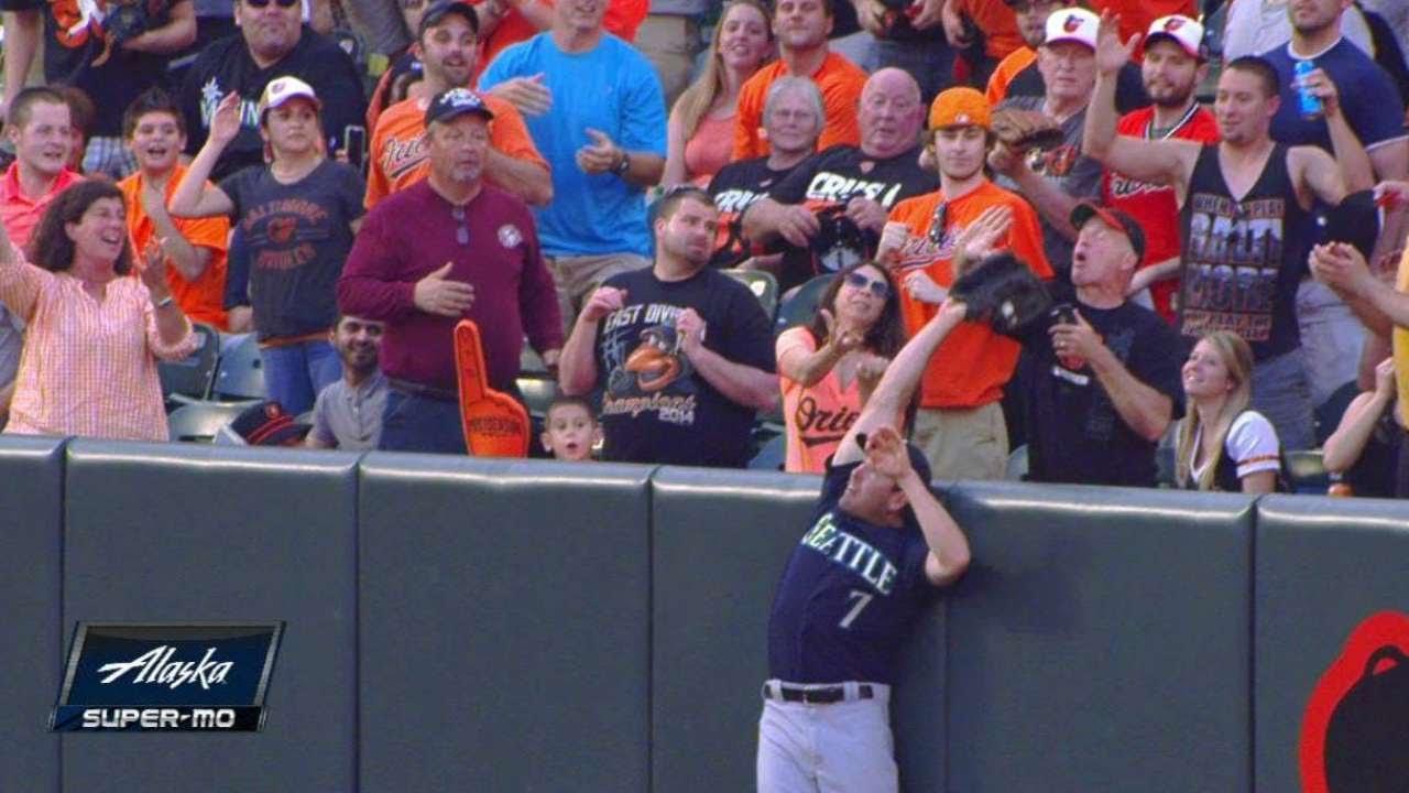 Mairners outfielder Seth Smith robs Adam Jones of a home run