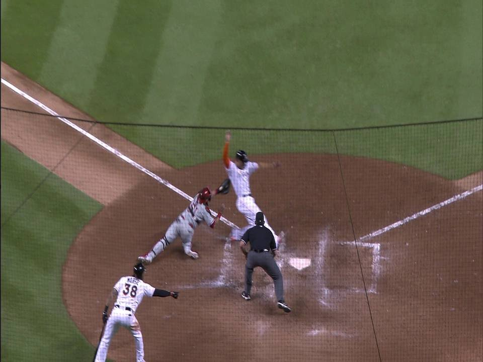 Marcell Ozuna crushes walk-off double to left-center
