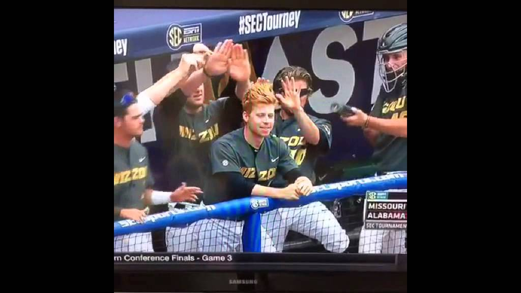Mizzou players use red-head teammate to spark rally