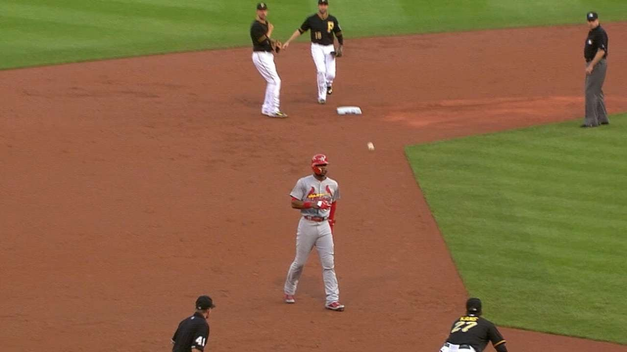 Neil Walker starts the 4-5-4 triple play in the 2nd