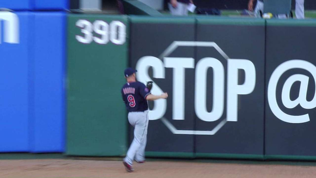 Indians outfield Ryan Raburn crashes into 'Stop' sign wall