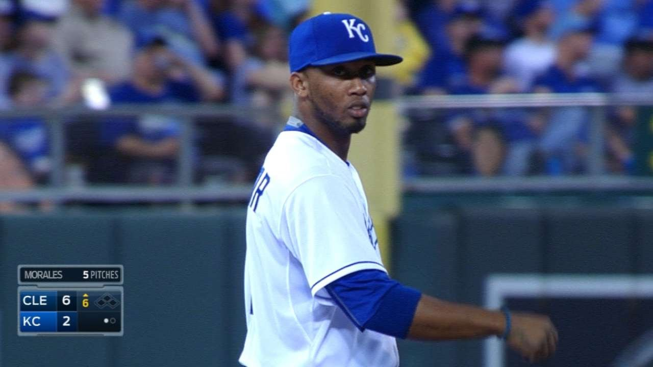 Alcides Escobar robs Bourn with great barehanded play