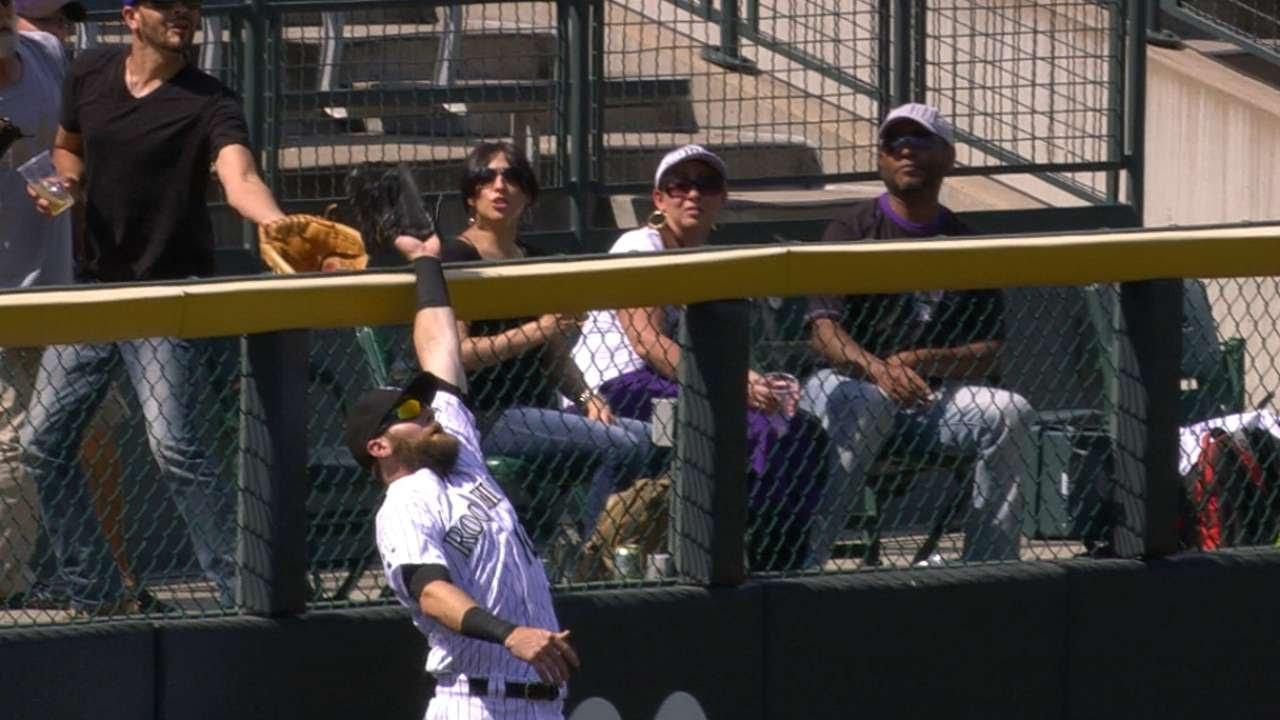 Ben Paulsen robs a homer with outstanding catch