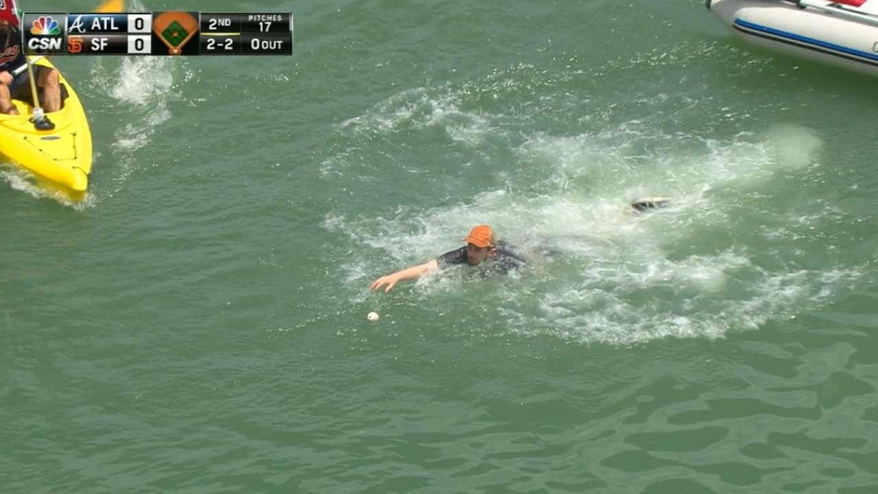 Giants fan swims to retrieve Brandon Belt's long foul ball