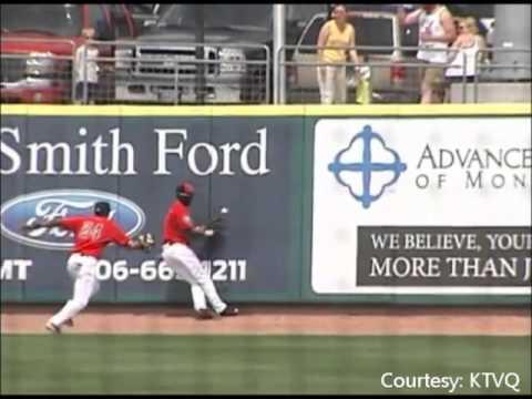 Insane Catch: Cincinnati Reds prospect Zach Shields tips ball to himself