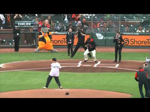 Man with no arms throws out first pitch with his foot
