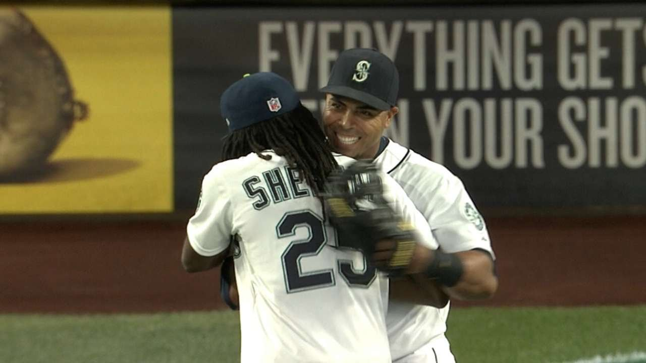 Seattle Seahawks CB Richard Sherman signs autographs & throws first pitch