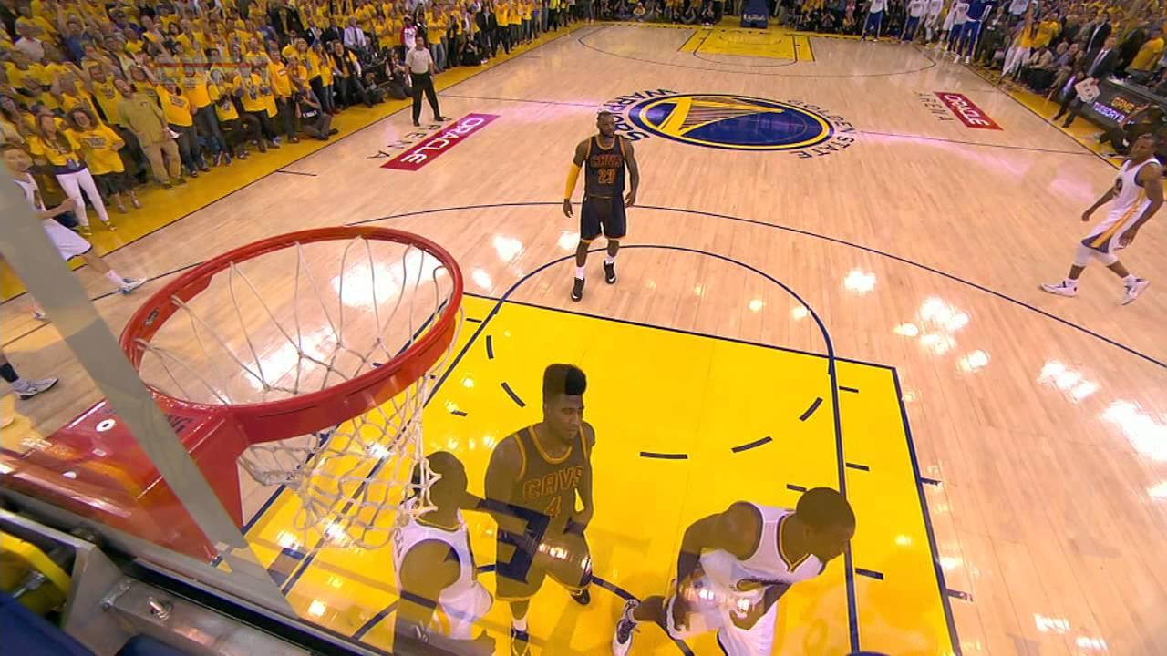 Steph Curry forces OT with the layup