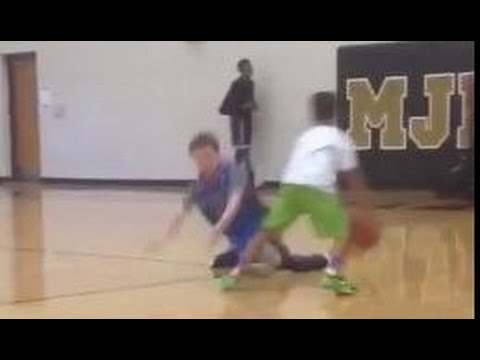 Wow: Little kid breaks opponents ankles with a mean crossover