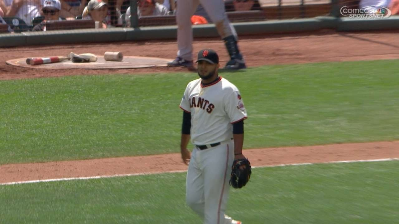 Yusmeiro Petit wows with no-look catch behind his back