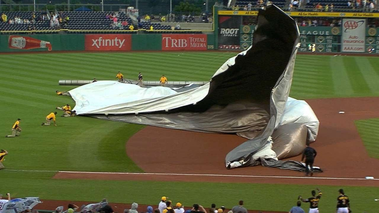 All Hands On Deck: Andrew McCutchen & Pirates help groundscrew put tarp on