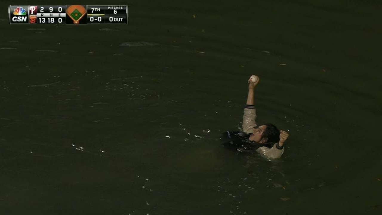 Fan jumps in McCovey Cove for Joe Panik's homer