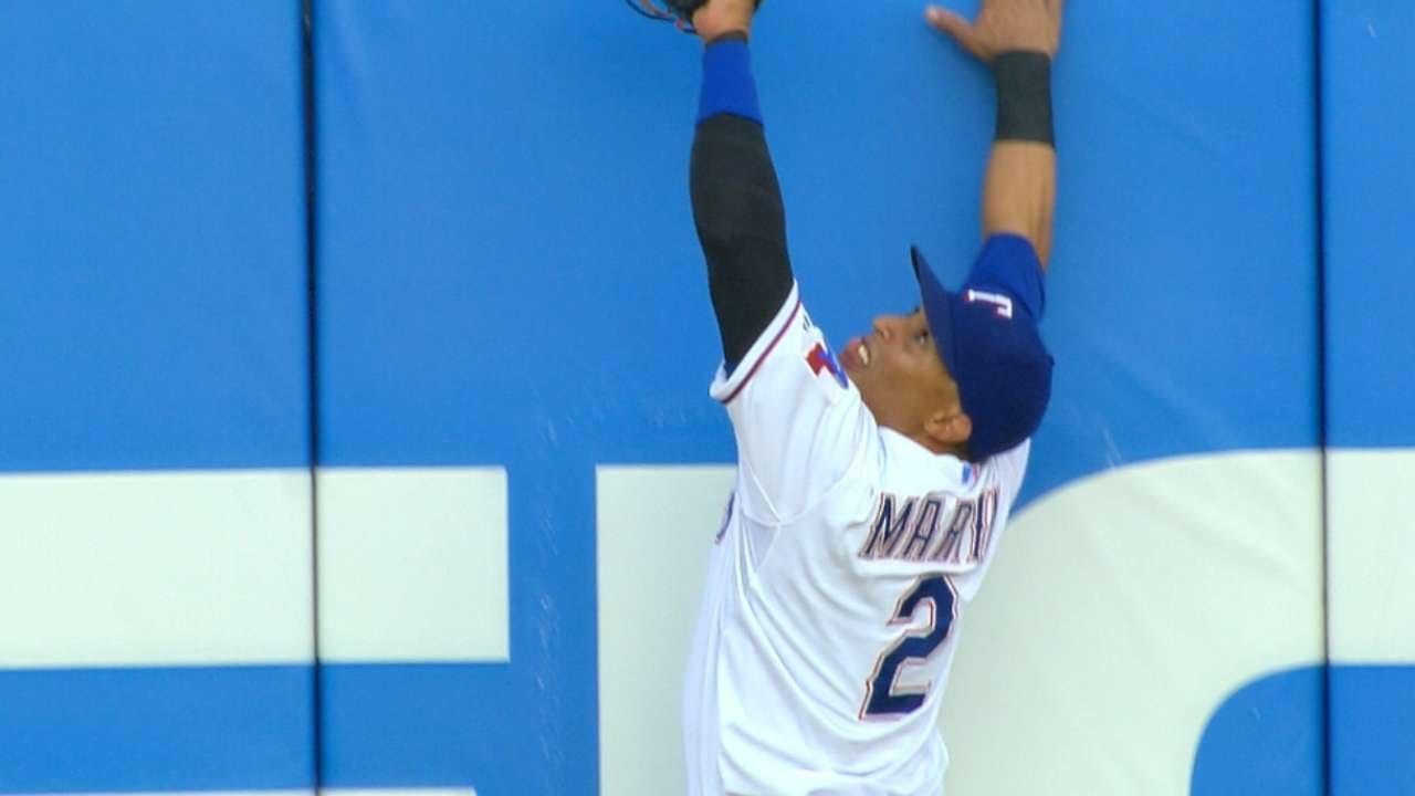 Leonys Martin leaps to rob Teixeira of a homer