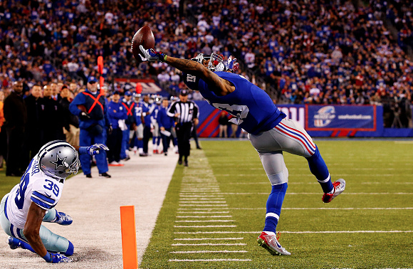 Odell Beckham Jr. practices making one-handed catches while laying on the ground