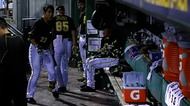 Jung Ho Kang lights up a bubble gum bucket with his helmet in frustration