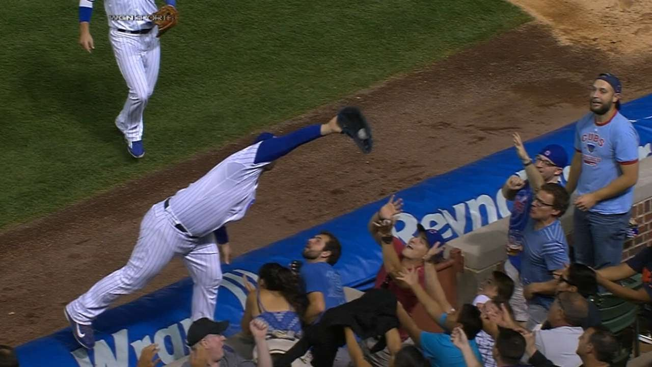 Anthony Rizzo makes incredible grab on the tarp while falling into stands