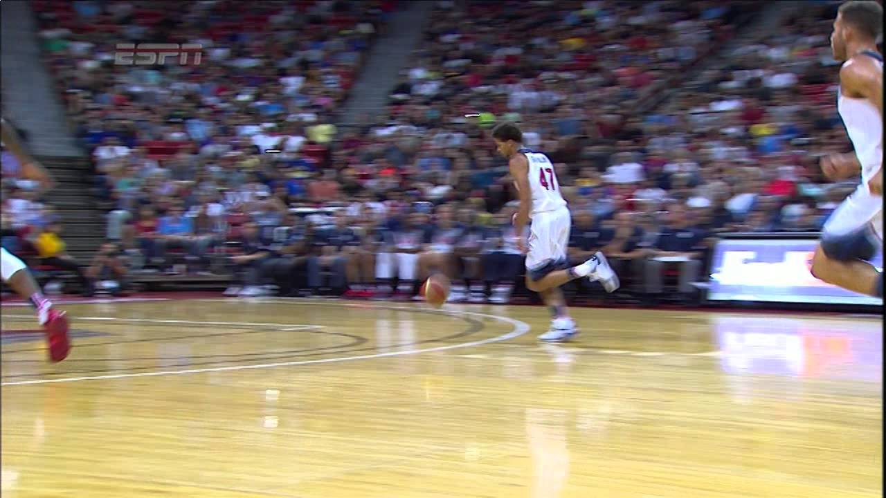 Blake Griffin throws down an off the backboard alley-oop