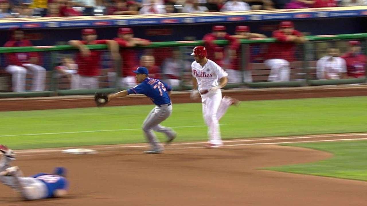Daniel Murphy makes a sweet grab & toss off of a pitcher kick save