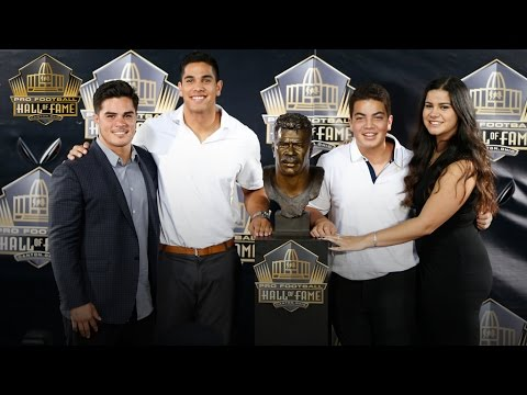 Junior Seau gets inducted into Pro Football Hall of Fame on behalf of family