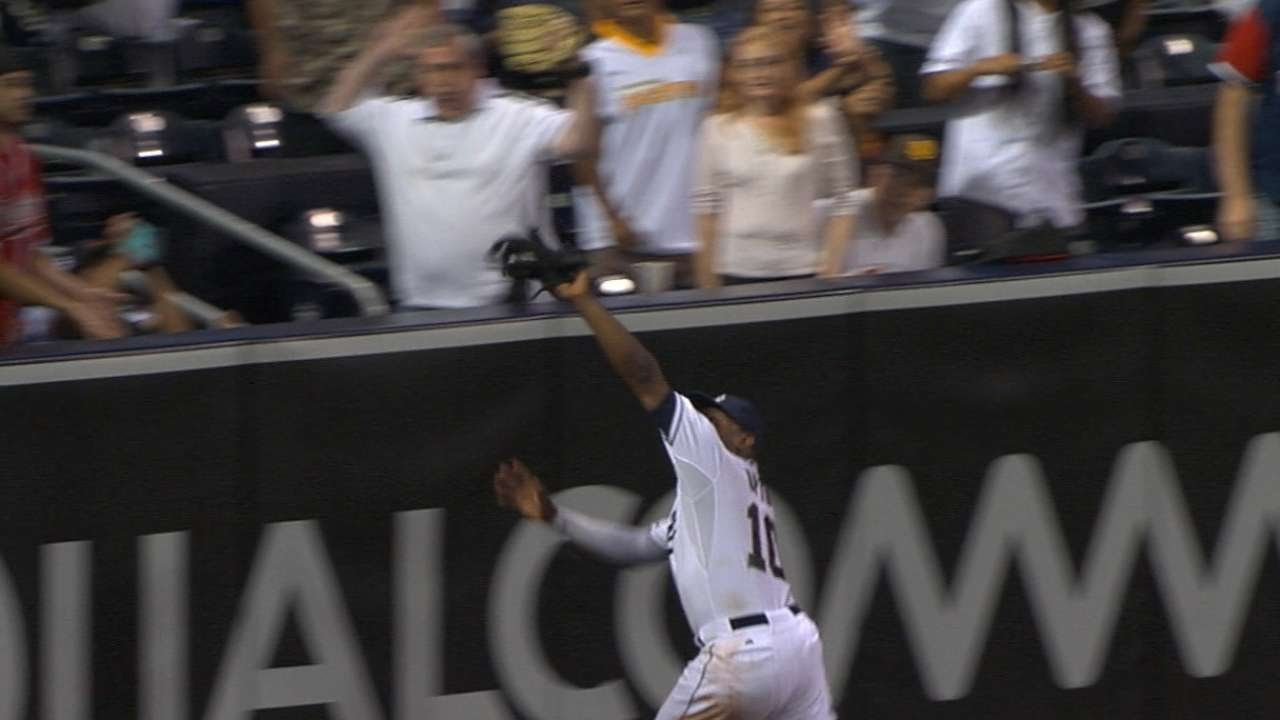 Justin Upton makes spectacular grab slamming into outfield wall