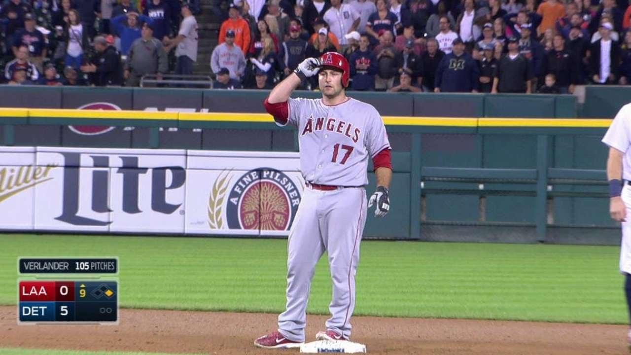Justin Verlander loses no-hit bid in the 9th inning