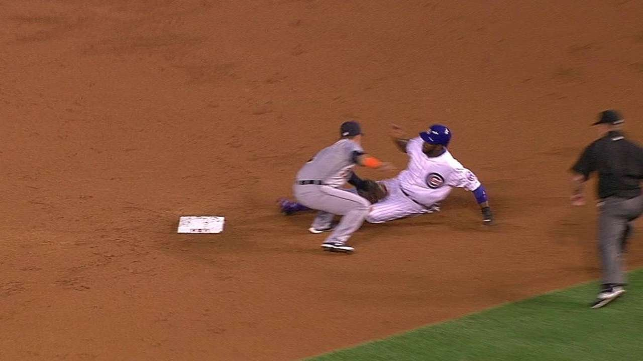 Miguel Cabrera gloveless for pick off attempt but recovers with throw