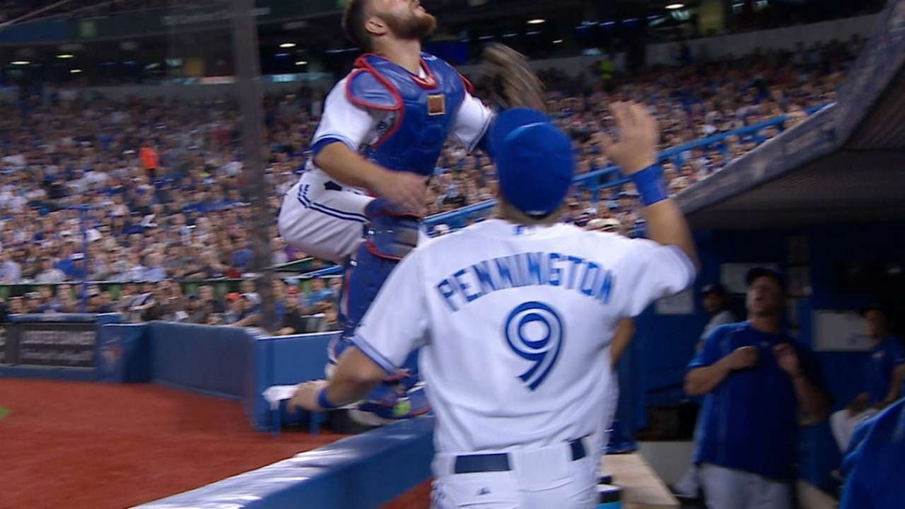 Russell Martin chases a foul pop fly & jumps onto railing for it