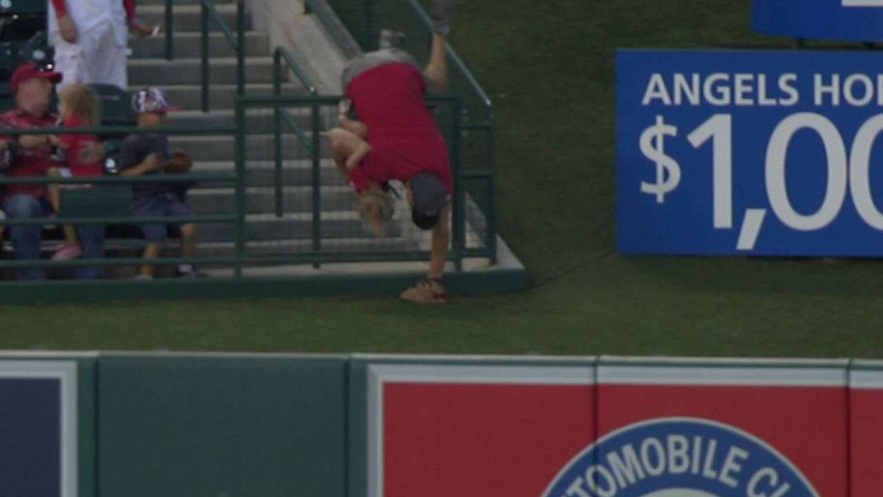 SMH: Dad reaches for ball over fence & puts child in harms way