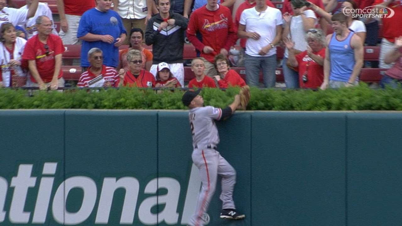 Wow: Giants outfield Juan Perez basket catches a home run robbery
