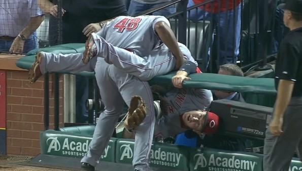 Reds 3B Todd Frazier gets put in an awkward position after making railing catch