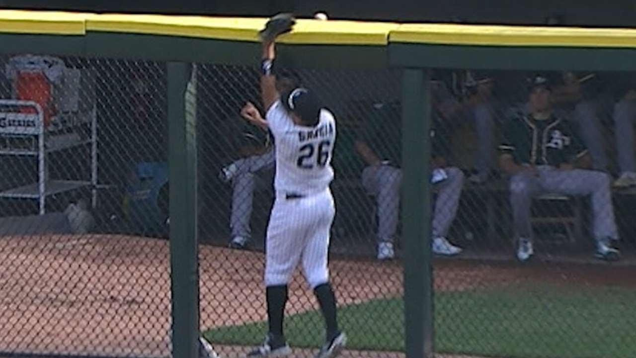 Avisail Garcia blows robbery catch & causes a 3-run homer