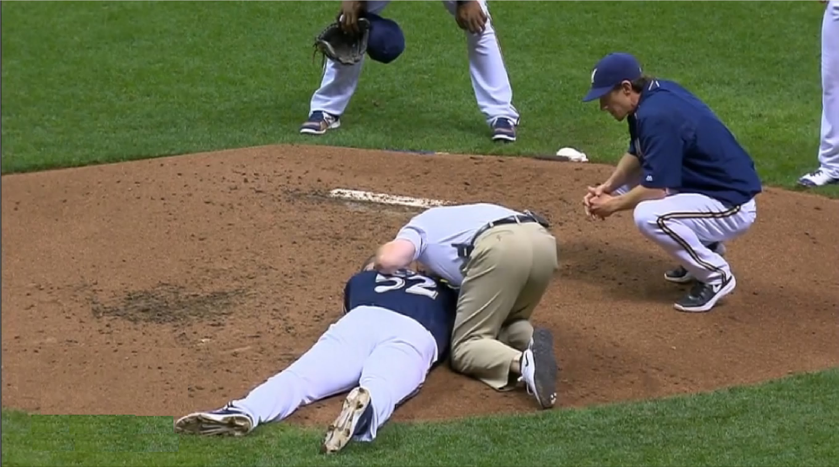 Brewers pitcher Jimmy Nelson pelted with a line drive to the head