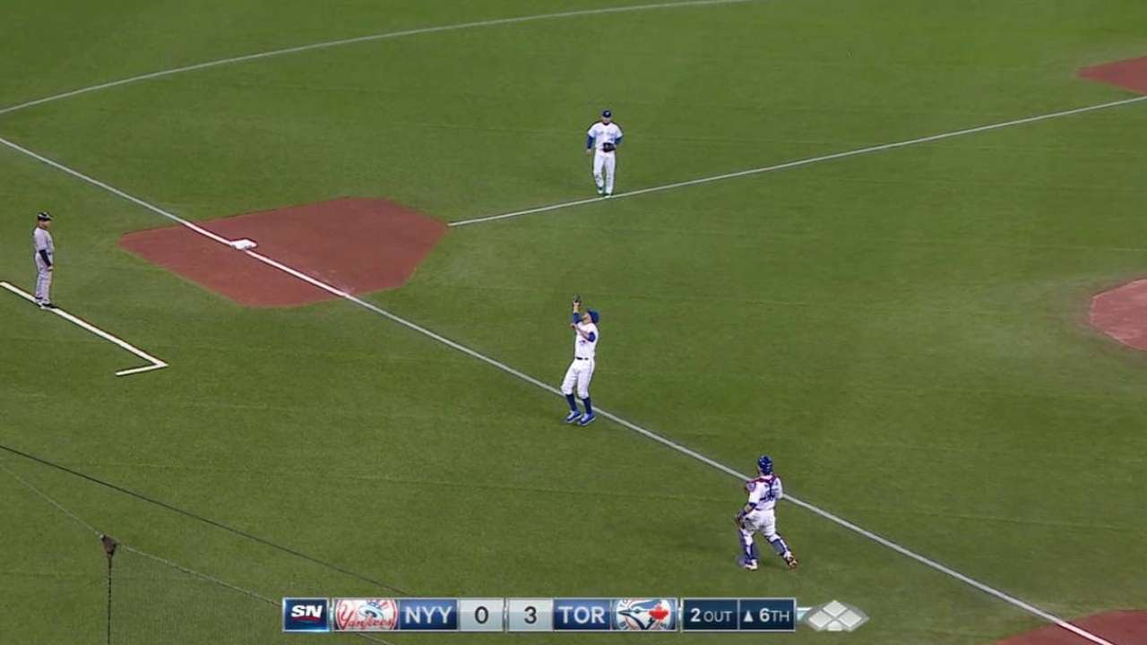 David Price catches high popup & jokes with Blue Jays for not making the play