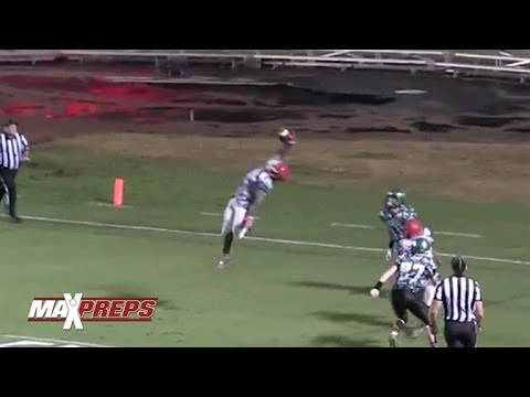 Game-winning ridiculous one-handed interception during High School game