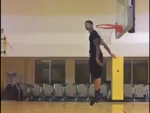 Gerald Green shows off hops & gets his head over the rim with ease